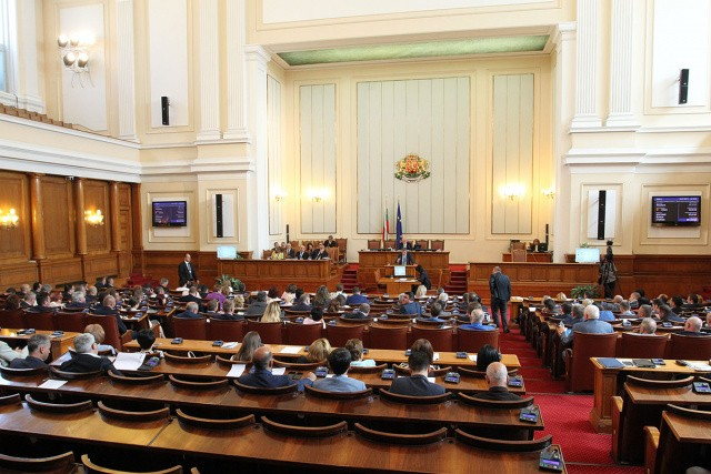 Bulgarian Parliament: 24 Deputies Fined For Not Wearing Masks