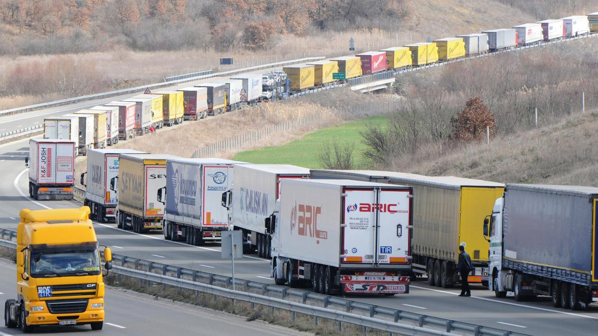 Bulgaria Suspends Entry And Transit Of Lorries Travelling To Turkey