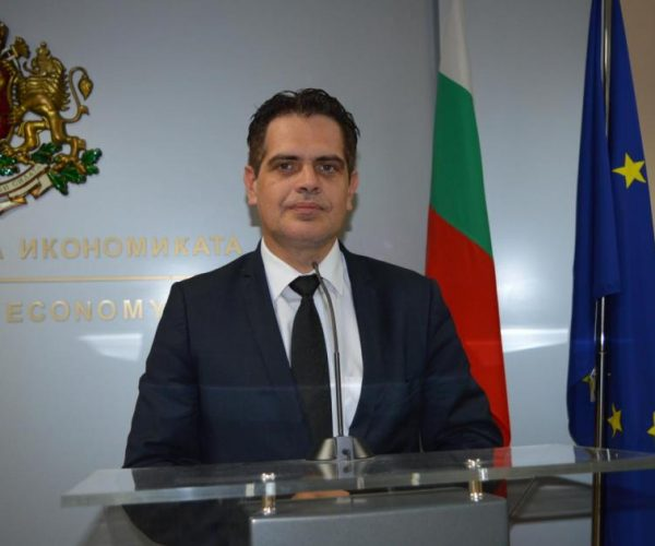 Bulgaria's Economy Minister: BGN 2 Billion Poured Into Business To Help It Stay Afloat