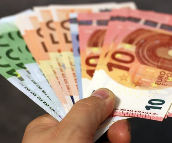 EU Minimum Wage Legislation Can Help Reform Social Policy Amid Deepening Divide Between East And West