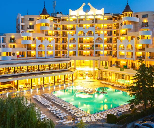 Restaurant And Hotel Keepers In Bulgaria Say No To Tighter Anti-Covid Measures